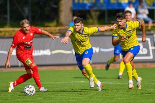 Maurice Wunderli (r.) eröffnete den Torreigen des VfB gegen Rankweil.LERCH