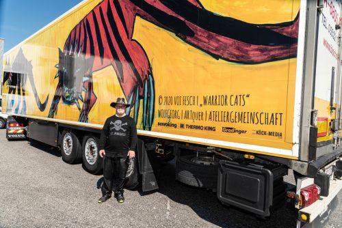 """Mit seinen """"Warrior Cats"""" durfte sich WolfGeorg bei der Ateliergemeinschaft ARTquer in der Felsenau feiern lassen. Patzak"""