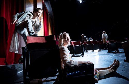 """Mit""""Jeder stirbt für sich allein"""" wurde in Konstanz die erste Spielzeit unter Karin Becker eröffnet. theater/Mess"""