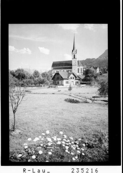Mittlerweile wurde um die Pfarrkirche einiges errichtet.