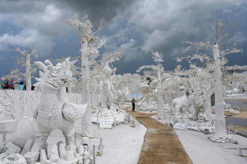 """Mythische Skulpturen aus Sand zieren den""""Frost Magical Ice of Siam"""" bei Pattaya in Thailand. AFP"""