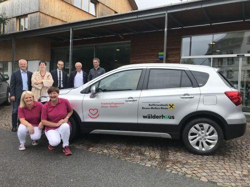 Neues Dienstfahrzeug für Natalia und Angela. Vertreter der Gemeinden und Sponsoren übergaben den Suzuki SX4 S-cross an den KPV Bezau-Reuthe.