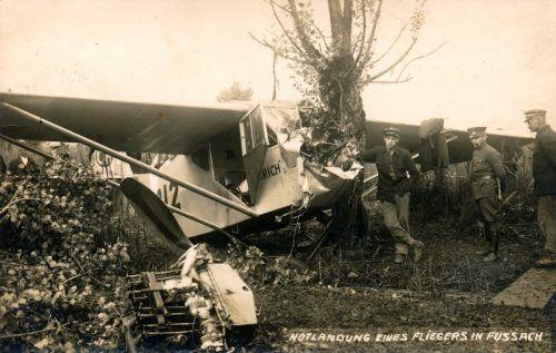 Notlandung in Fußach – Motorblock und Propeller wurden aus dem Flugzeug gerissen.Slg Rupp