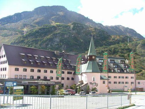 Nur von außen bleibt das Arlberg Hospiz in St. Christoph so wie man es kennt. Innen wird das Haus einer Komplettrenovierung unterzogen. hospiz