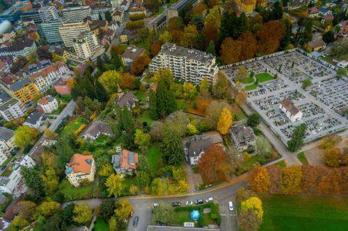 Ohne Chemie, dafür mit Infrarotheizgeräten oder rotierenden Messern sollen 20.000 m² Friedhofsfläche in Bregenz unkrautfrei gemacht werden.