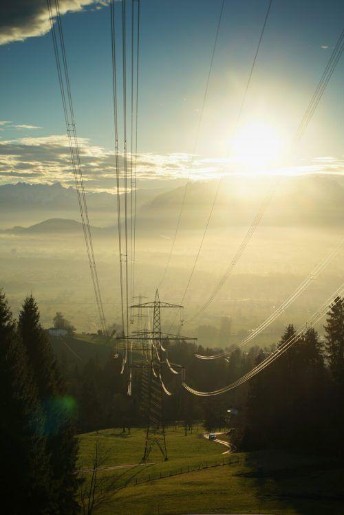 Photovoltaik soll kräftig ausgebaut werden. Auch die drei geplanten Wasserkraftwerke Meng, Kapf und an der Bregenzerach sind finanziell gesichert. VN/Hartinger