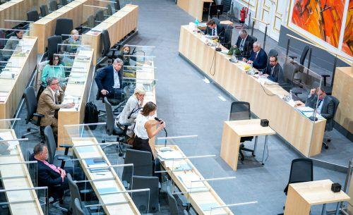 Plexiglasscheiben im Nationalratssitzungssaal: Der Gesundheitsausschuss tagte dort bereits am Montag.APA