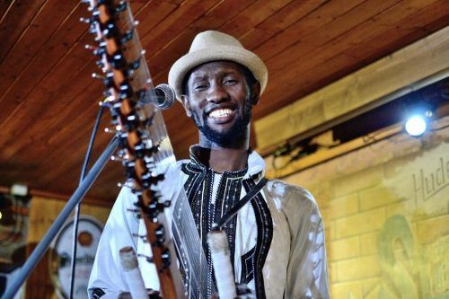 "Prince Moussa Cissokho erzählt in ""Brothers & Borders: Kuma"" musikalisch von seinem Leben.Jörg Husi"