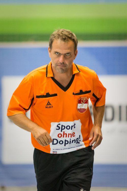 Referee Bernhard Seidler und seine Kollegen werden nicht auf Covid getestet.gepa