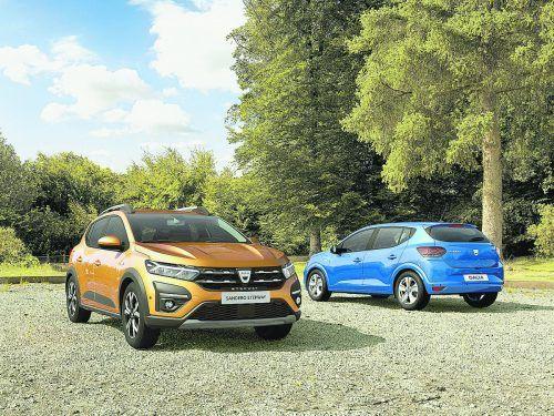 Renault-Ableger Dacia hat erste Bilder des neuen Sandero veröffentlicht. Die Proportionen der dritten Generation erinnern an den zwischen 2012 bis 2019 gebauten Renault Clio IV. Angesichts dieses Technikspenders dürfte der kommende Sandero modernere und stärkere Motoren, mehr Assistenzsysteme und neue Infotainment-Technik erhalten. Details werden Ende September bekannt gegeben.
