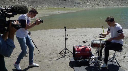 Rochus Burtscher und Riccardo Zottele beim Videodreh am Spullersee.DOB