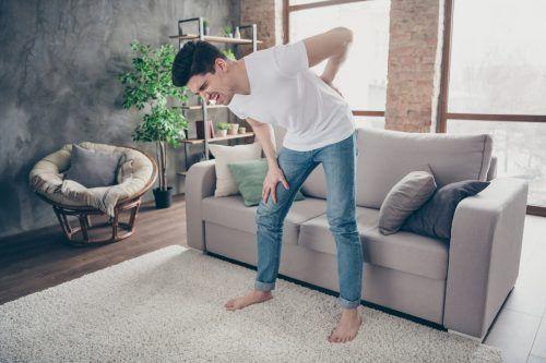 Rückenleiden ist die häufigste Volkskrankheit. Auch junge Menschen leiden darunter. Shutterstock