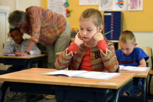 Schule kann auch belasten, besonders dann, wenn die Augen aufgrund von Sehproblemen überfordert sind.pexels