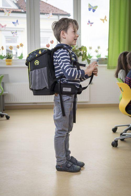 Schultaschen sollten ergonomisch angepasst sein, um den Rücken zu enlasten. AUVA/R. Reichhart