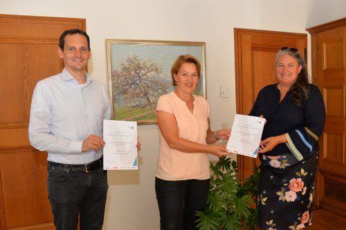 Stadtrat Julian Fässler, Bürgermeisterin Andrea Kaufmann und DI Andrea Huber.Stadt