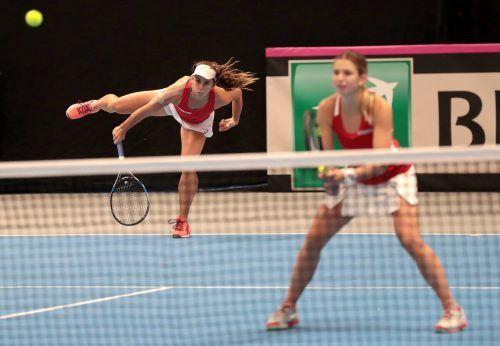 Standen gemeinsam beim Fed Cup für Österreich auf dem Feld: Julia Grabher und Barbara Haas. gepa
