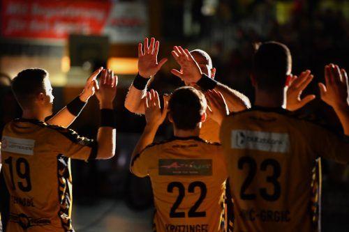 Statt der 1800 Zuschauer wie sonst sind beim 95. Handball-Derby in Bregenz nur 250 Zuschauer zugelassen. GEPA