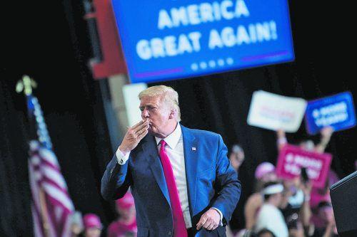 US-Präsident Donald Trump hat entgegen den Corona-Auflagen wieder eine Wahlkampfveranstaltung in einer Halle abgehalten. AP