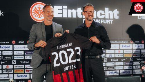 Verstehen sich bestens und freuen sich auf eine weitere gemeinsame Zeit: Eintracht-Trainer Adi Hütter (links) und Sportvorstand Fredi Bobic.Eintracht