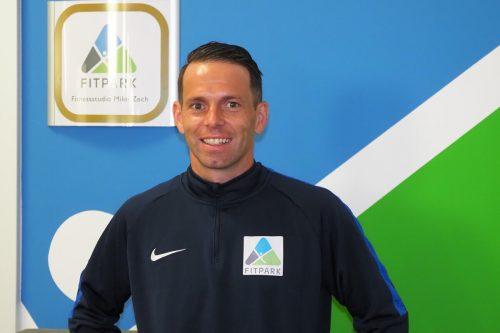 Vor zehn Jahren eröffnete Fitnesstrainer Mike Zech das erste Fitnesscenter in Nenzing; jetzt lädt er zum Zehnjährigen zu Tage der offenen Tür.hechenberger