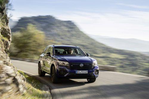 VW Touareg, dritte Generation: Mächtige Erscheinung, in der alle derzeit verfügbare Top-Technik steckt, von elektronischer Fahrassistenz bis zum Licht.