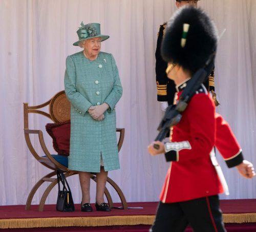 Während die Queen sich zurückgezogen hat, feierten Teile ihrer Wache. AFP