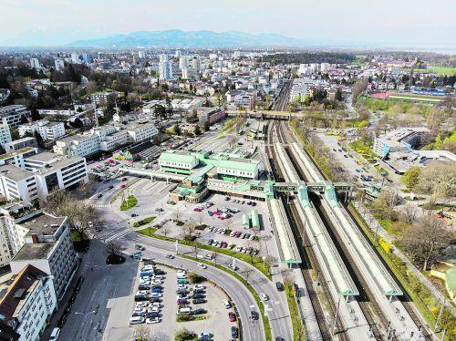 Wie geht es mit dem Bregenzer Bahnhof weiter? Die privaten Betreiber der angrenzenden Quartiere machen sich für die bestehenden Pläne stark.VN/Hartinger