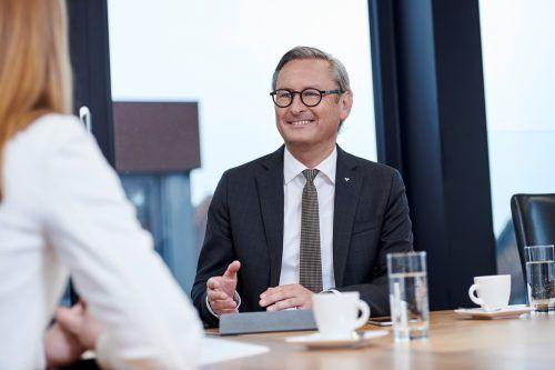 """""""Wir sind überzeugt, dass nachhaltiges Handeln zukünftig unumgänglich sein wird"""", sagt der Volksbank-Vorstandsvorsitzende Gerhard Hamel."""