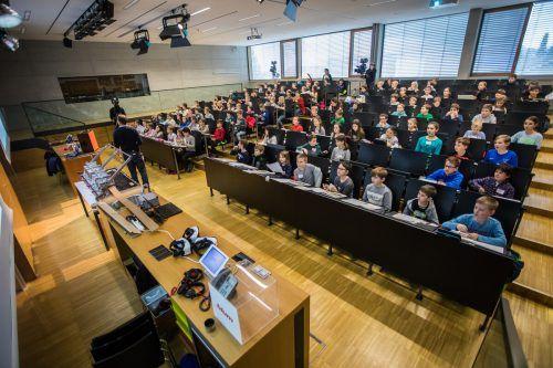 Wohnzimmer statt Hörsaal: Die Kinderuni findet im Herbst online statt. Die Anmeldung zur ersten Vorlesung startet am 14. September. VN
