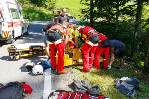 Zwei Notärzte versorgten den Verletzten, der anschließend zum LKH Feldkirch geflogen wurde. HOFMEISTER