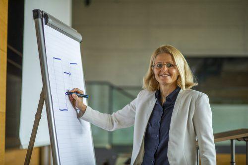 Als Studiengangsleiterin bewegt Verena Fastenbauer Studierende. VN/Paulitsch
