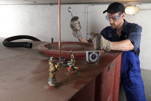 Alte Öltanks müssen professionell entsorgt werden. Shutterstock
