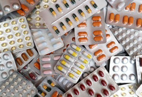 Am Zoll wurden Postsendungen mit Hunderttausenden Pillen sichergestellt. reuters