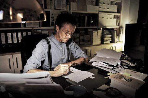 An seinem Schreibtisch lebt sich Rainer Juriatti kreativ aus und entwickelt neue Projekte.BI