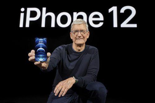 Auf einem Online-Event in Kalifornien präsentierte gestern Abend unter anderem Apple-CEO Tim Cook das neue iPhone 12 Pro. AFP/Brooks Kraft