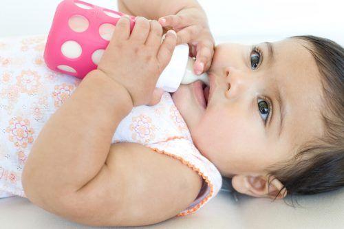Babyfläschchen aus Glas sind wohl die bessere Wahl. obs