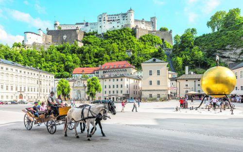 Bei einer Fahrt mit der Kutsche kommt man an vielen Sehenswürdigkeiten vorbei. Tourismus Salzburg/Günter Breitegger