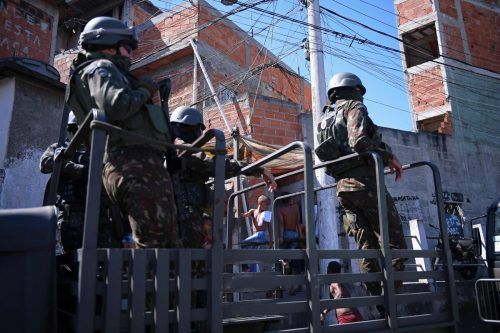 Bei Razzien in den Favelas geraten auch immer wieder Unschuldige ins Kreuzfeuer.AFP