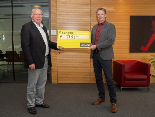 KPV-Obmann Walter Fontana mit Geschäftsführer Bernhard Zangerl bei der Scheckübergabe.