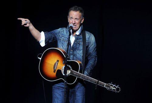 Bruce Springsteen hatte schon Ronald Reagan auf die Finger geklopft. ap