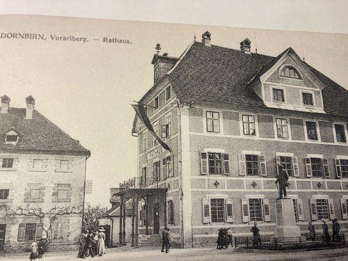 Bürgermeister-Waibel-Denkmal vor dem alten Rathaus, um 1910.
