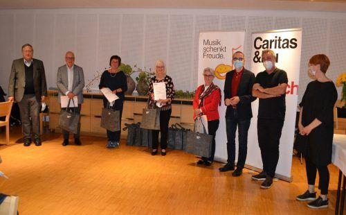 Seelsorger Wilfried Blum, Direktor Walter Schmolly und Mitarbeiter der Caritas dankten den langjährig engagierten Ehrenamtlichen. Caritas