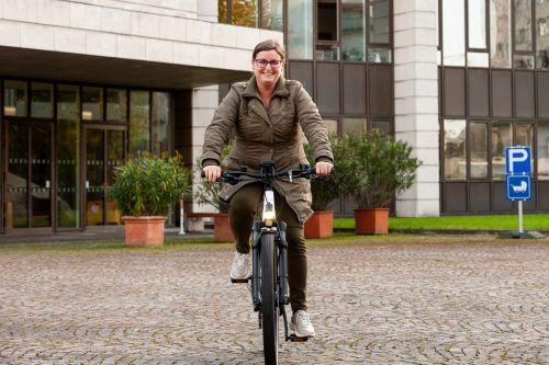 """Cindy Schedler aus Lustenau gewann beim """"Radellotto"""" ein E-Bike.VLK"""