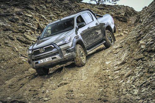 Das Basis-Layout ist gleich geblieben, doch kommt der Toyota Hilux jetzt stylisher daher. Und komfortabler.WERK