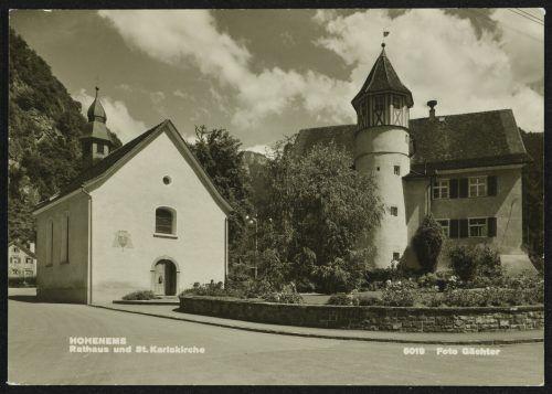 Das Rathaus und die St. Karlskirche.