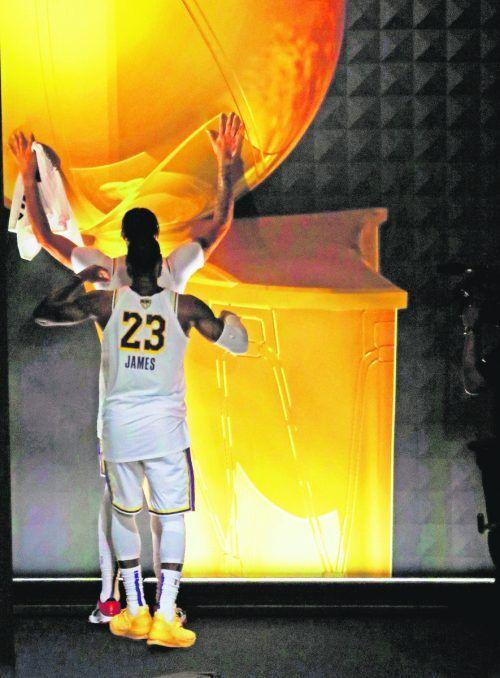 Das sind die Stars des neuen NBA-Titelträgers Los Angeles Lakers: Anthony Davis und LeBron James (vorne) standen im Blitzlichtgewitter.afp