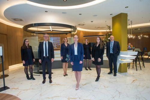 Das Team der neuen Volksbank-Filiale am Götzner Garnmarkt.VN/STeurer