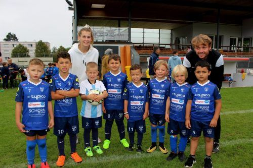 Das U7-Team des SV typico Lochau, im Bild mit den Trainern Stefanie Jelinek und Dalibor Martinovic. bms/2