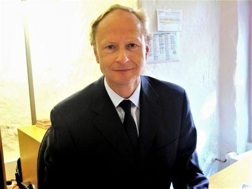 Dem Gremium gehört auch Dr. Anselm Hartmann an. JU