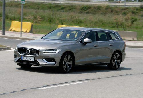 Den Volvo V60 kann man noch mit Diesel ordern. Will man Allradantrieb haben, muss man zu einer der beiden Plug-in-Hybrid-Motorisierungen greifen.